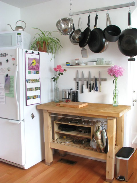 Tuesday s tips kitchen storage solutions pot racks for Small kitchen solutions design