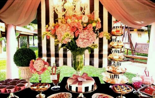 Tablescape gorgeousness black white striped backdrop for Black and white tablescape ideas