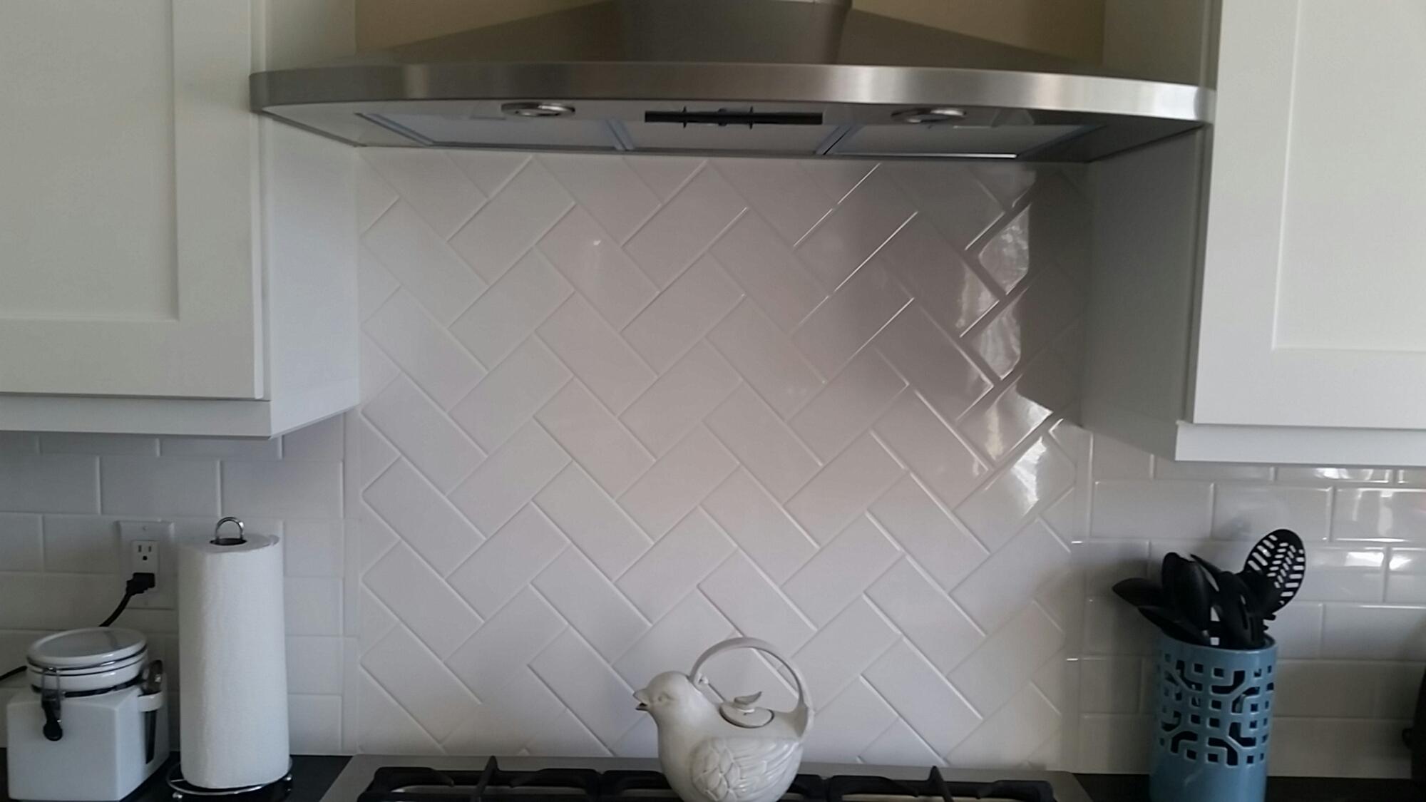 love the subway tile backsplash done in a herringbone pattern it