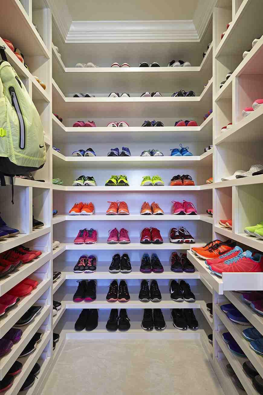 wpid-khloe-kardashian-closet-8.jpg